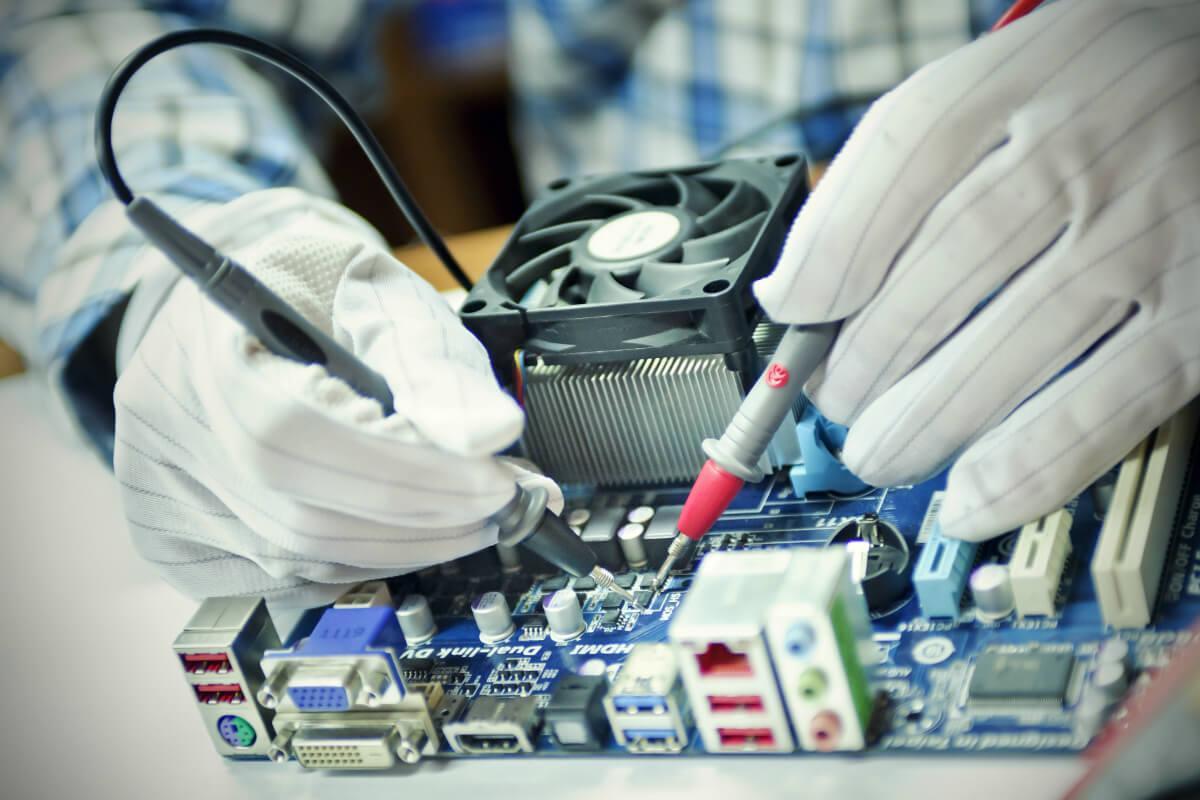 Technicien en informatique, l'informatique requiert la polyvalence.